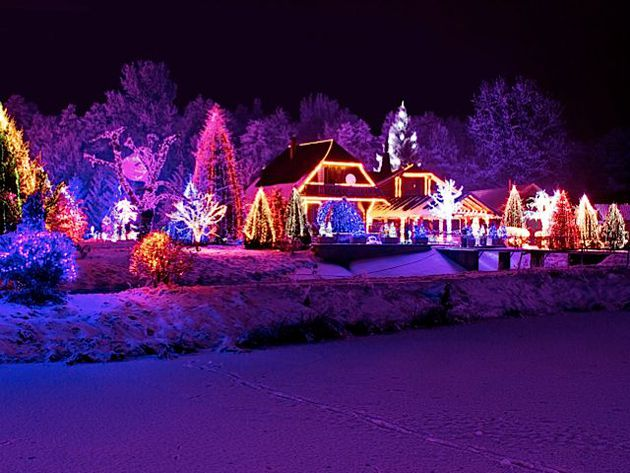 nor can a website called christmaslightfindercom of course hersheyparks hershey sweet lights offers nearly 600 - Hershey Christmas Lights
