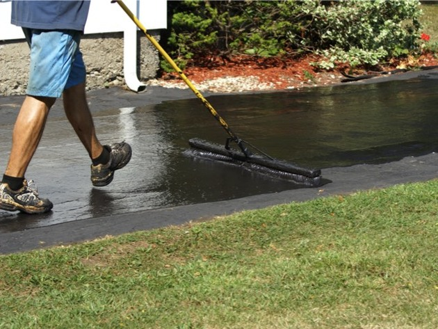 Driveway sealing coal tar or petroleum asphalt advanced insurance with your paved driveway in need of refreshing youre presented with choices namely do the work yourself or hire a professional for the job solutioingenieria Image collections